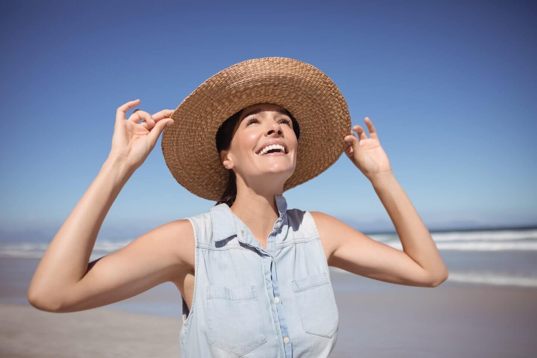 happy-women-wearing-sunhats-on-the-strand